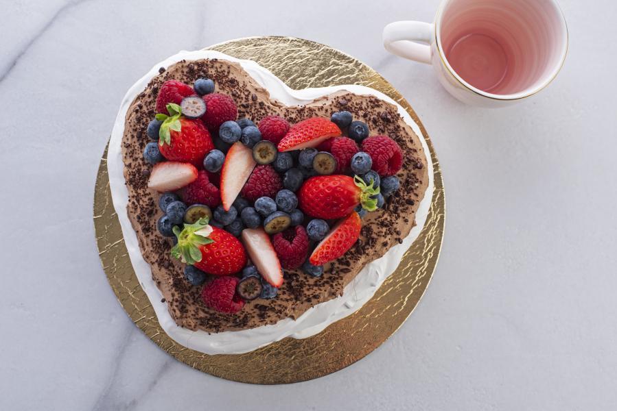 Pavlova torta coeur čokoláda
